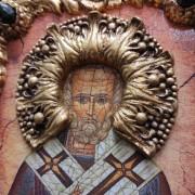 Фото венца авторской иконы Николая Чудотворца с камнями
