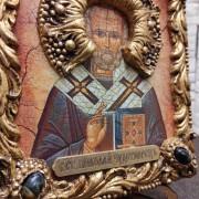 Фото лика с венцом иконы Николая Чудотворца с камнями на подставке без футляра