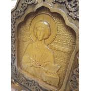 Резная икона Пантелеймона целителя в округлой раме