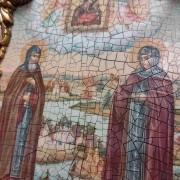Фото иконы под старину Петра и Февронии с иглицами и зелеными камнями центр