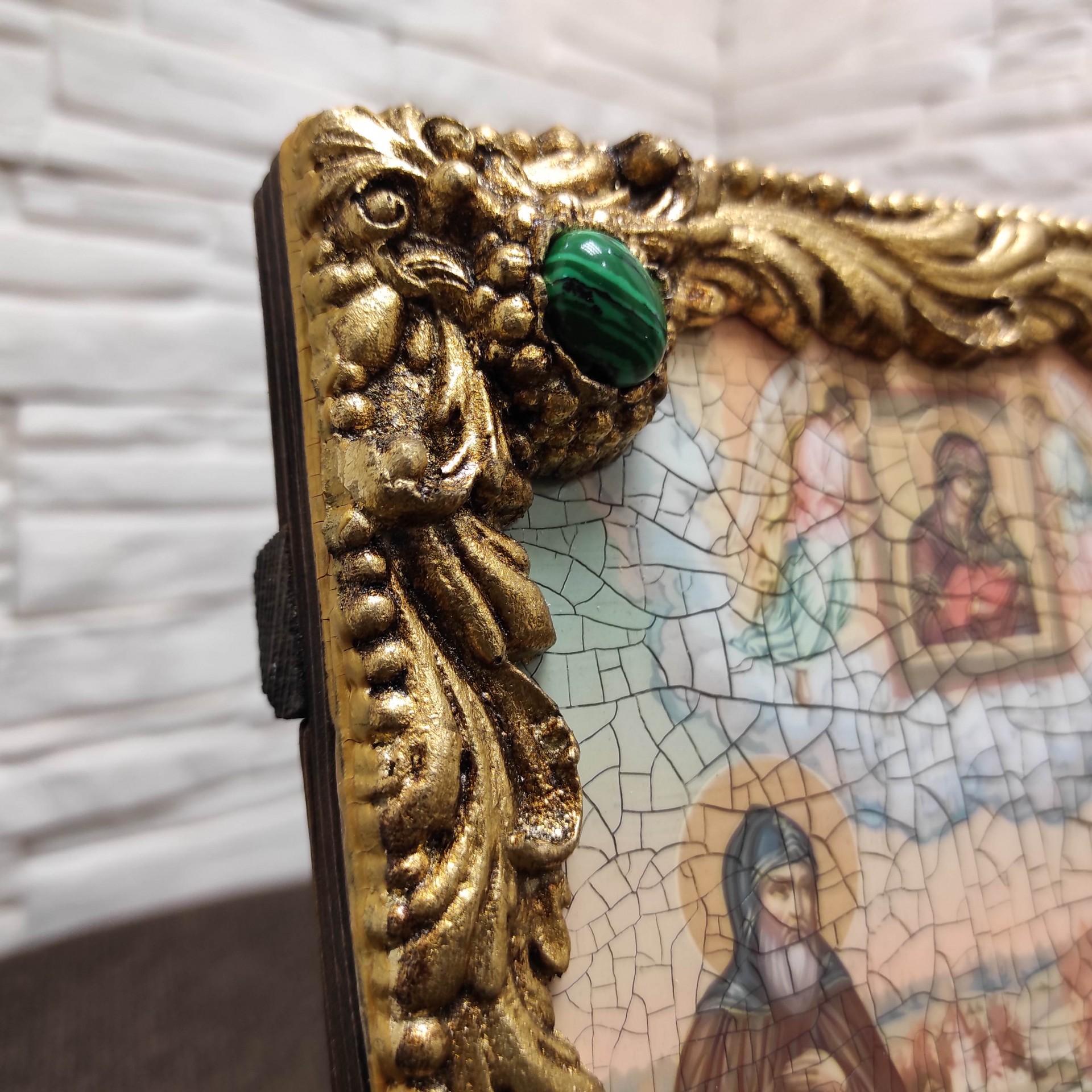 Фото иконы под старину Петра и Февронии с иглицами и зелеными камнями левый верхний камень