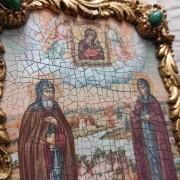 Фото иконы под старину Петра и Февронии с иглицами и зелеными камнями центр сбоку