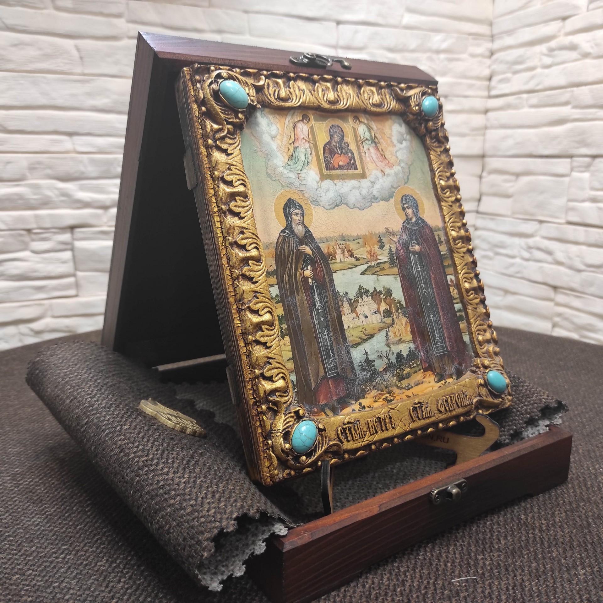 Фото подарочной иконы Петра и Февронии с иглицами и камнями