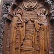 Фото резной иконы Петра и Февронии Муромских центр
