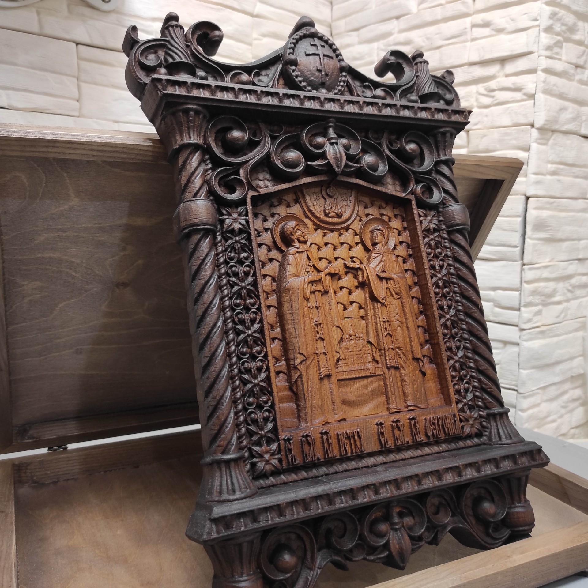 Фото резной уникальная икона Петра и Февронии Муромских 30 на 46 см центральная резьба общая сбоку