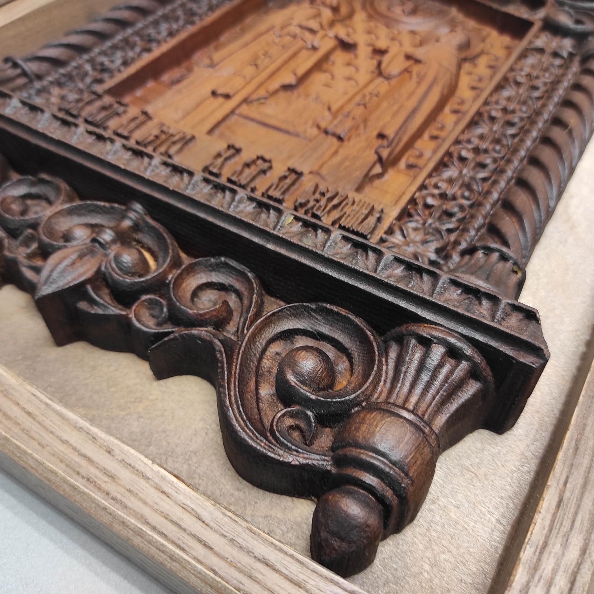 Фото резной уникальная икона Петра и Февронии Муромских 30 на 46 см нижней части иконы