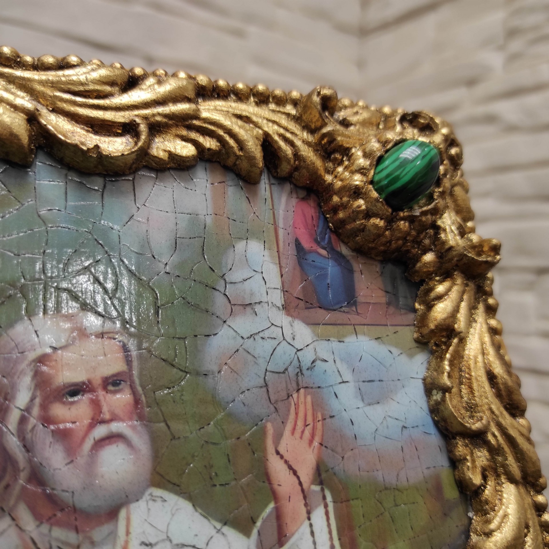 Фотография верхнего правого камня авторской иконы Серафима Саровского с камнями