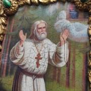 Изображение лика авторской иконы Серафима Саровского с камнями