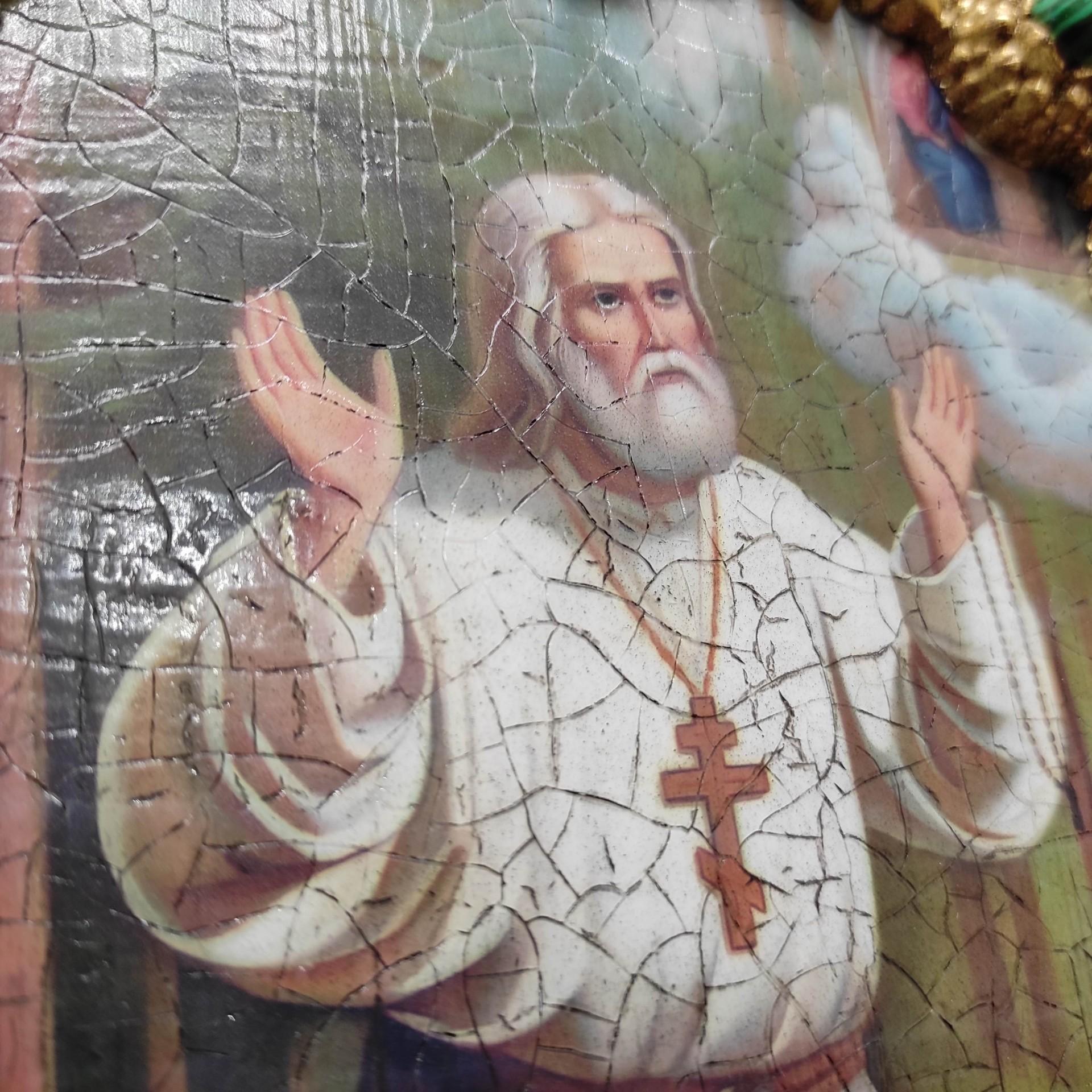 Фотография лика авторской иконы Серафима Саровского с камнями