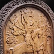 Фото центрального лика резной иконы Чудо Святого Георгия о змии (Георгий Победоносец)
