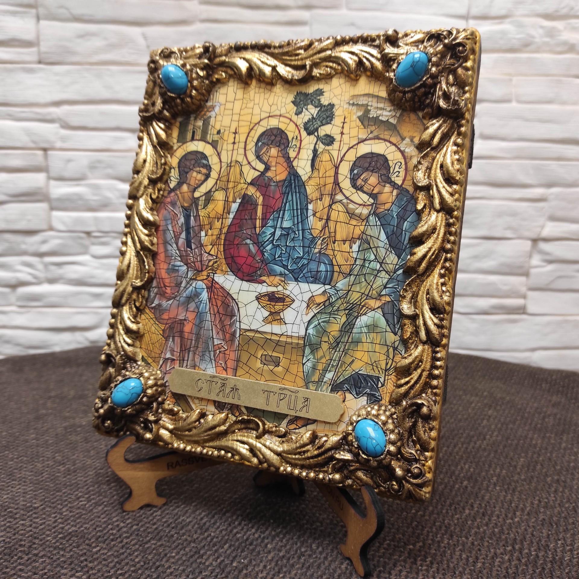 Общая фотография иконы Троица Рублева вид под наклоном