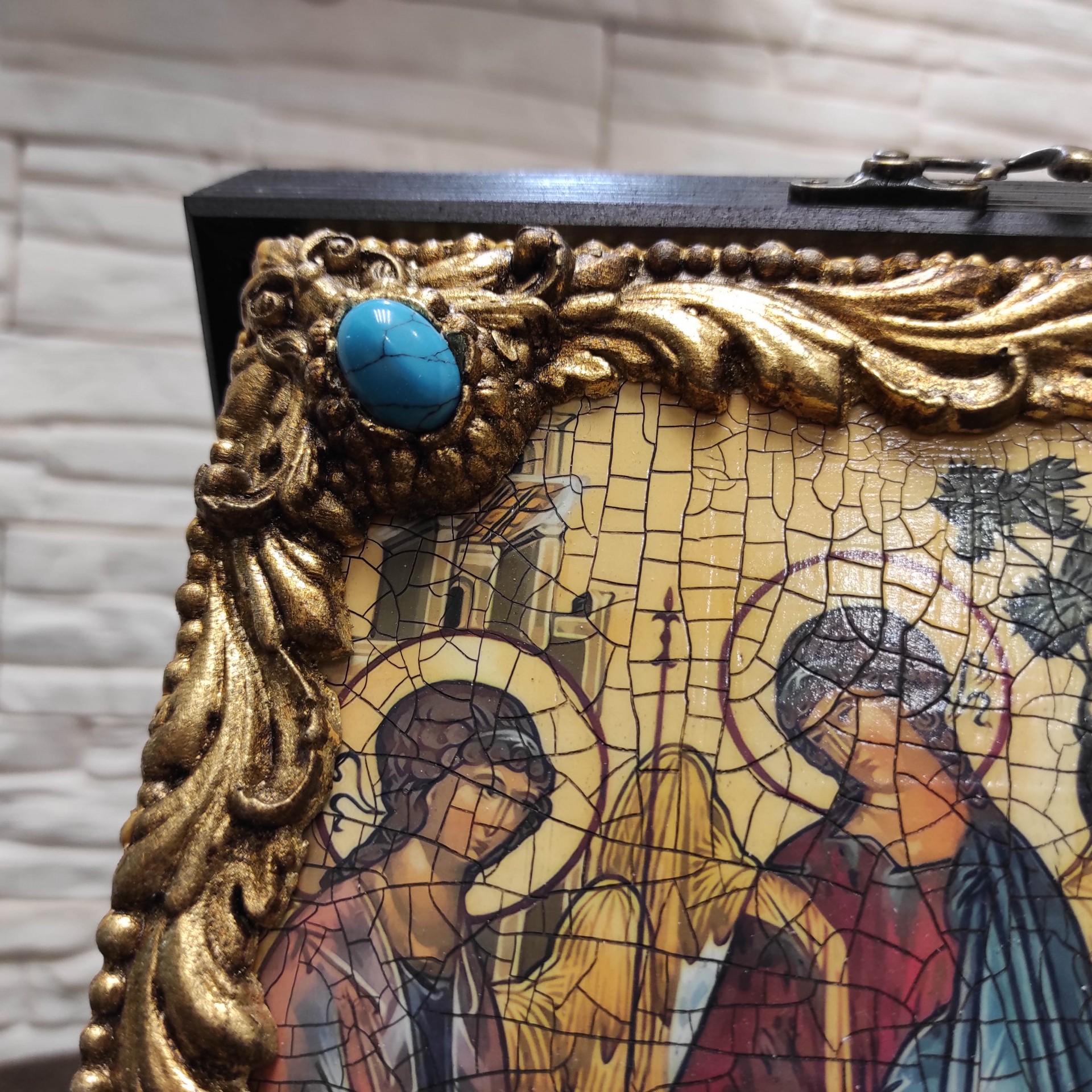 Фото иконы под старину Троицы с иглицами и камнями