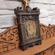 Фотография маленькая резная икона святой Троицы слева