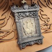 Маленькая резная икона святой Троицы